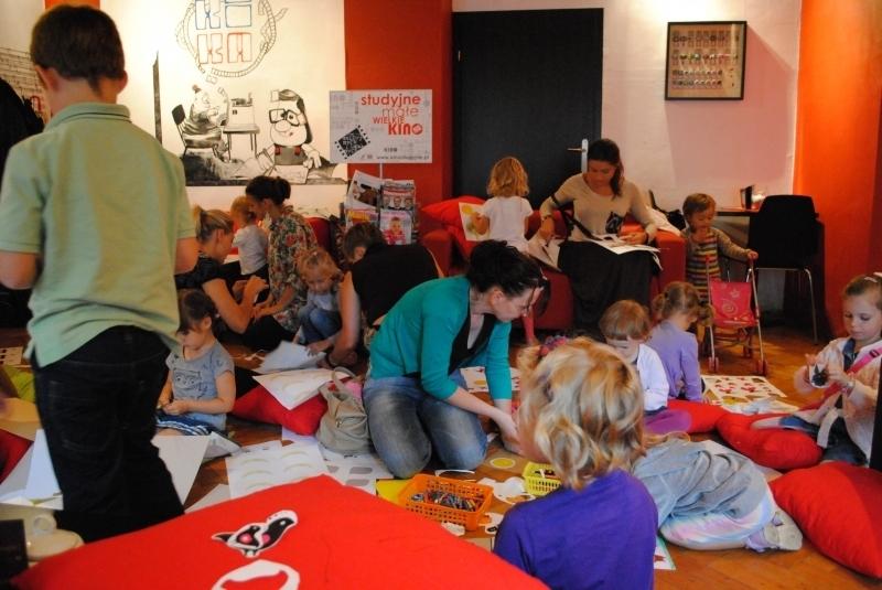 Small KIKA YA programme, Cafe room