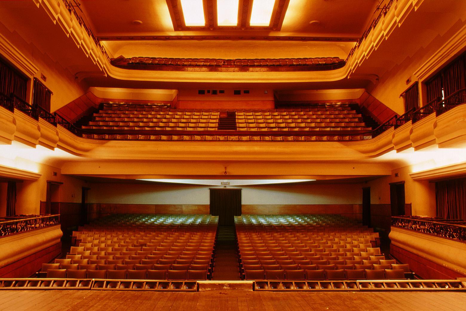 Interior of Teatro Aveirense.