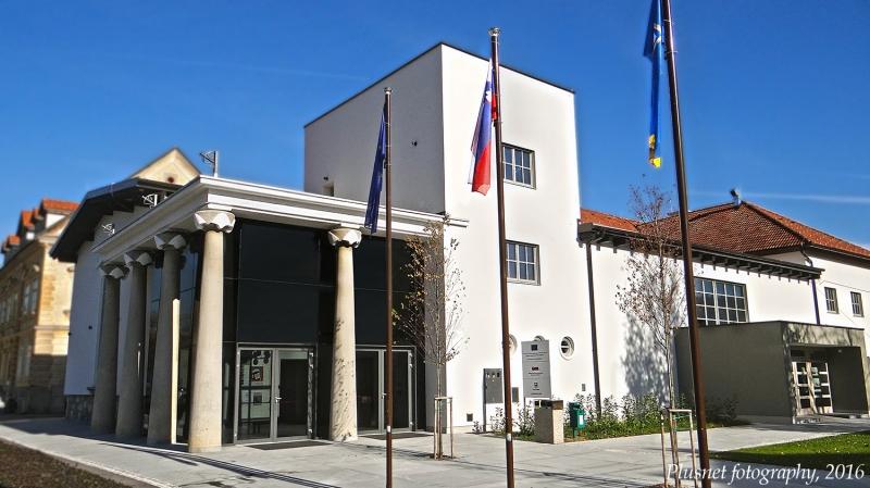 Kino Vrhnika building outside