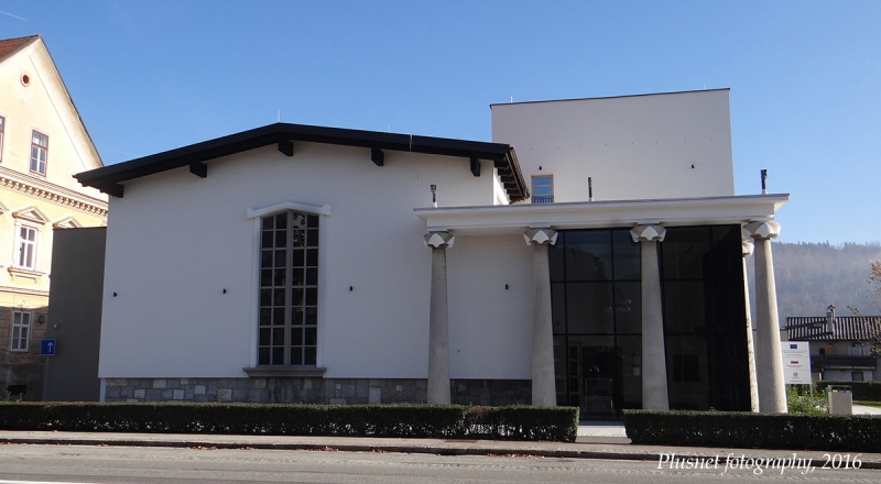 Kino Vrhnika building outside 1