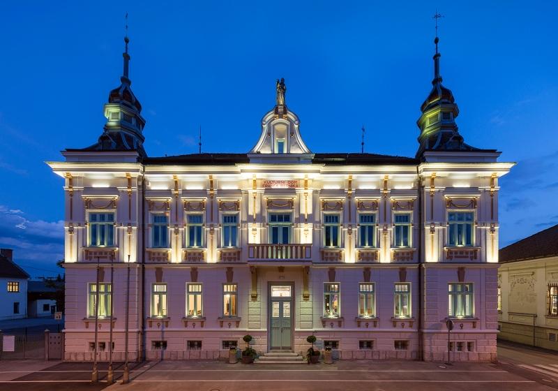 Mestni kino Domžale / front side of the building