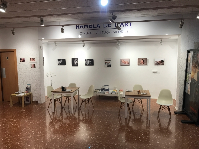 Bar & gallery