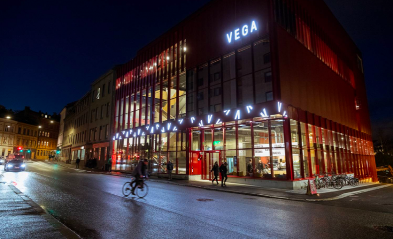 Vega Scene la nuit